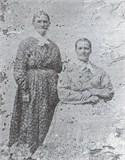 Martha J Singleton (assise) et sa mère